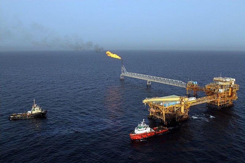 پشت پرده خرید 30 دکل نفتی در دولت احمدی نژاد
