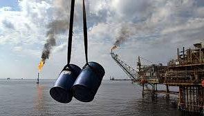 گاردین: تحریم نفت ایران برای آمریکایی ها هزینهبر است