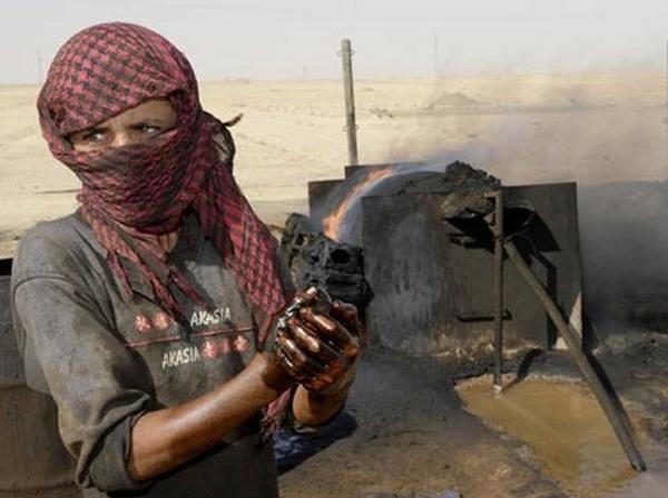 چشم آمریکا به دنبال نفت و چشم روسیه به دنبال گاز سوریه است/ آیا نفت نظام سیاسی آینده سوریه را تعیین خواهد کرد؟