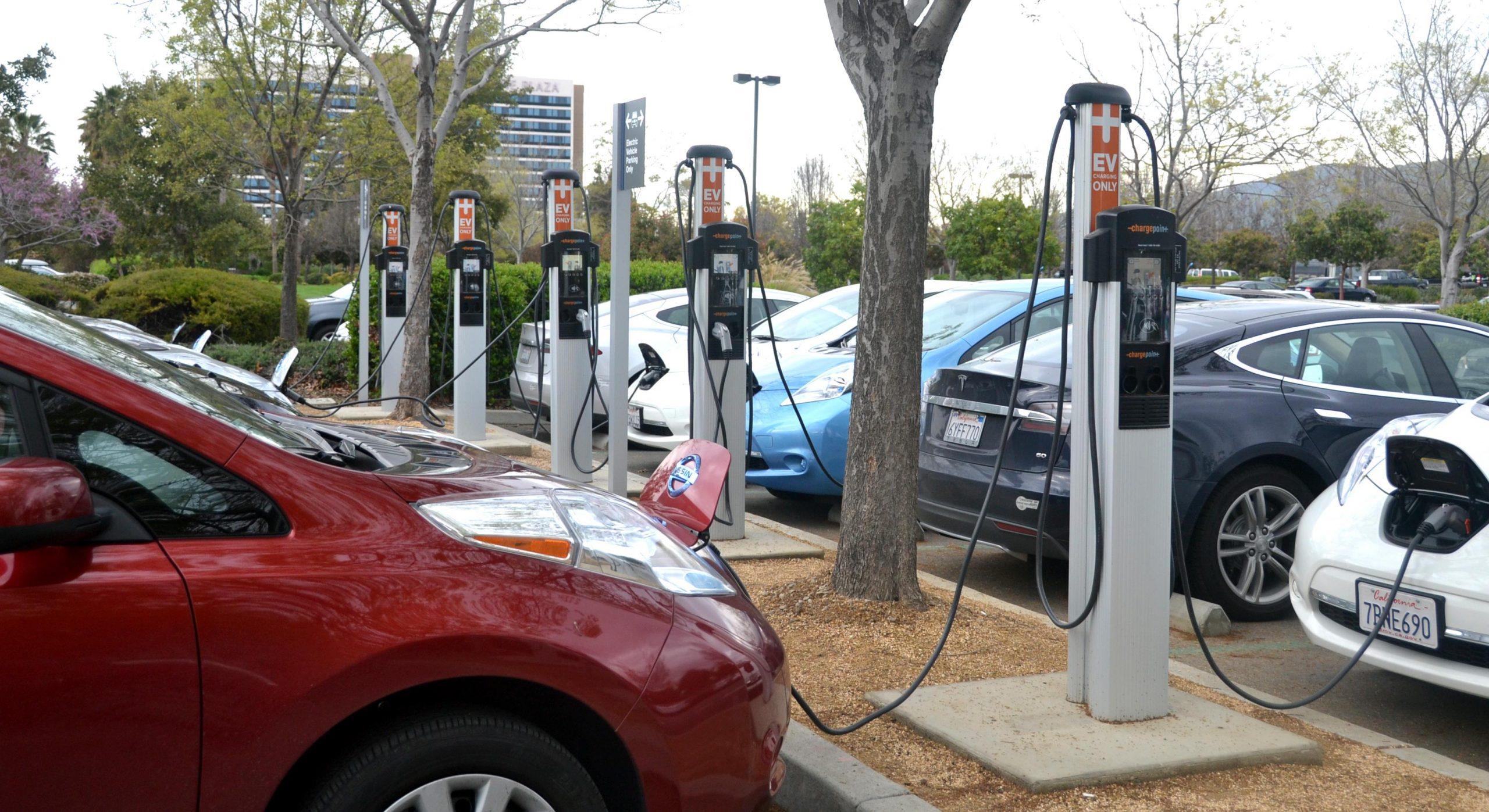 توسعه تولید خودروهای برقی با همکاری ایرانخودرو و جهاددانشگاهی