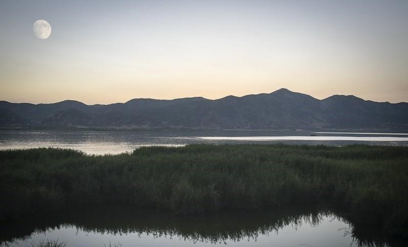 فاضلاب ۳ روستا همچنان وارد دریاچه زریبار مریوان میشود