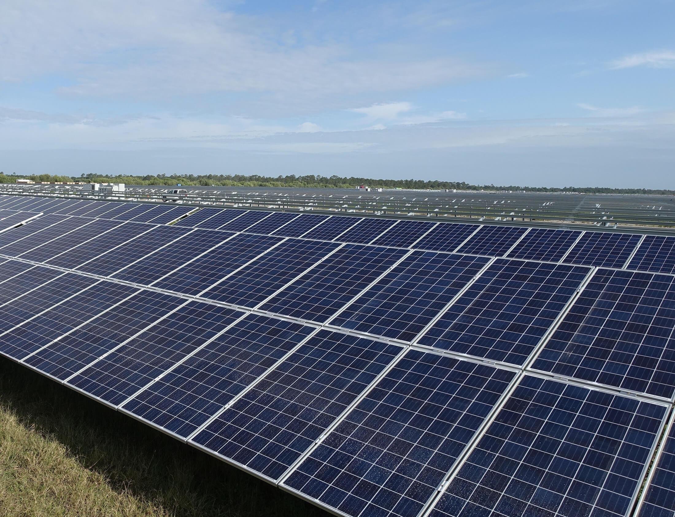 کاهش آلایندههای زیست محیطی با بهره برداری نیروگاه برق خورشیدی