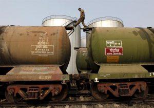 هند در آمریکا نفت ذخیره سازی  میکند