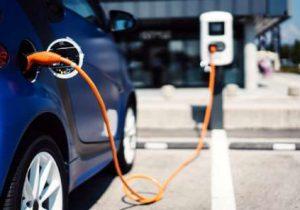 رکورددار خرید خودروی برقی کیست؟