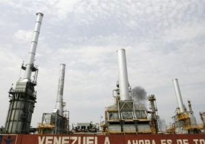 آمریکا شرکتها و کشتیهایی که به فروش نفت ونزوئلا کمک کردند را تحریم کرد