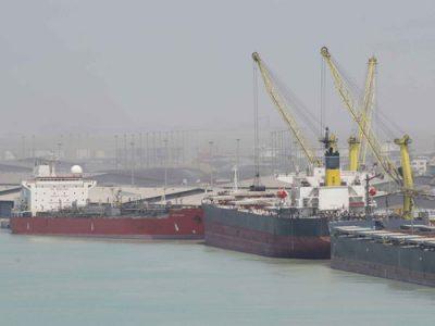 ترافیک کشتی در بنادر در غیاب خطوط کشتیرانی بین المللی/ چطور با تحریم حملونقل دریایی مقابله شد؟