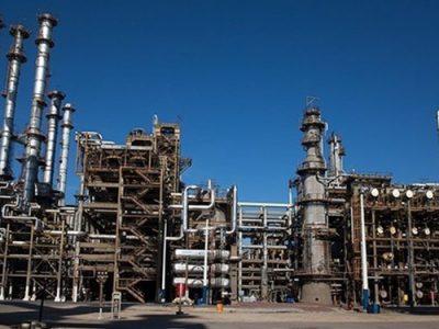 ترک فعل دولت در بیاثر کردن تحریم نفتی/ میعانات گازی ایران سرگردان روی آب؛ قانون پتروپالایشگاهها روی هوا