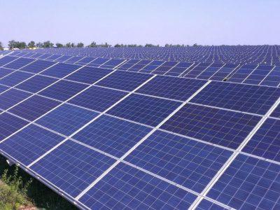 ۱۰ پروانه راه اندازی نیروگاه برق خورشیدی در همدان صادر شد