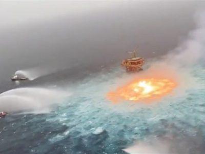 آتشسوزی گسترده روی آب پس از انفجار لوله گاز در نزدیکی خلیج مکزیک