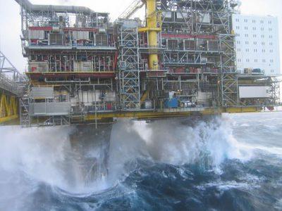 تعطیلی ۹۰ درصد تولید اسکلههای نفتی آمریکا در خلیج مکزیک