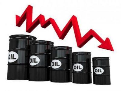 کاهش قیمت نفت در پی تعطیلی پالایشگاههای آمریکا