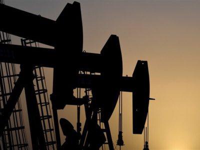 عرضه جهانی نفت سال آینده از تقاضا پیشی میگیرد