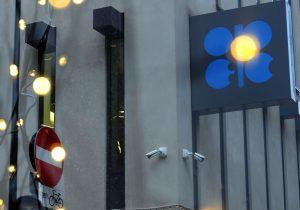 بازار نفت در سال ۲۰۲۲ با مازاد عرضه روبهرو میشود