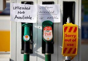 صف طولانی بنزین و سهمیه بندی سوخت در انگلیس