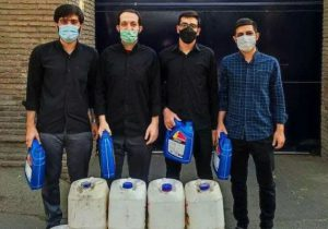 اهدای نمادین گالنهای بنزین به سفارت انگلیس در تهران